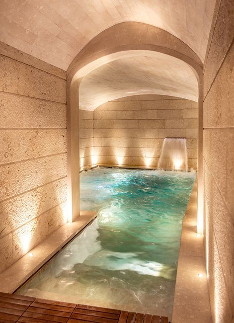 There are many design ideas that can be incorporated into an indoor swimming pool that not only add beauty, but … Indoor Swimming Pools, Swimming Pool Designs, Swiming Pool, Dream Home Design, House Design, Luxury Pools, Luxury Spa, Spa Rooms, Home Spa Room