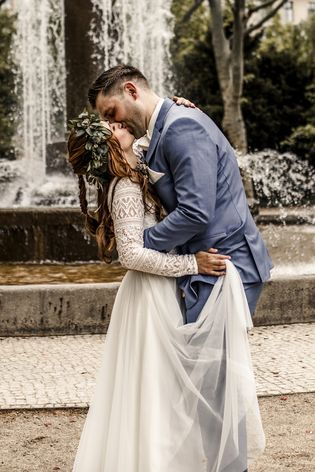 Zweiteiler Zur Hochzeit Mit Spitzen Body Und Midi Rock In Ivory Foto Claudia Gerhard Hochzeit Zweiteiler Brautkleid