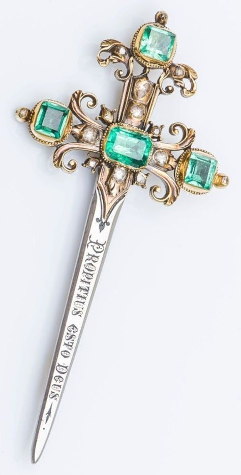 An antique gold, silver, emerald and diamond brooch, French, century. Designed as a sword set with 4 square… Or Antique, Antique Jewelry, Vintage Jewelry, Antique Brooches, Engagement Ring Rose Gold, Pretty Knives, Swords And Daggers, Diamond Brooch, Pearl Brooch