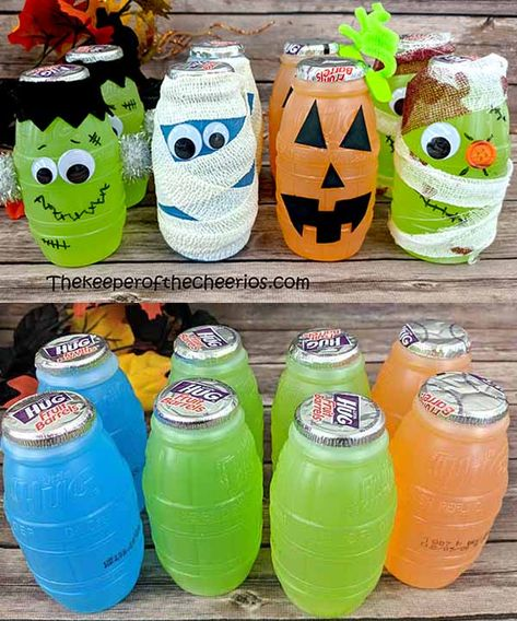 Halloween Juice Bottles Halloween Juice Bottles halloween-juice-bottles-pre-packaged-halloween-treat<br> super fun and easy pre-packaged treat Halloween Juice, Dulceros Halloween, Halloween Goodies, Halloween Food For Party, Holidays Halloween, Halloween Makeup, Halloween College, Halloween Desserts, Diy Halloween Games
