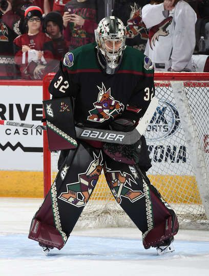 GLENDALE, AZ - OCTOBER 06: Antti Raanta #32 of the Arizona Coyotes prepares for a game against the Anaheim Duck at Gila River Arena on October 6, 2018 in Glendale, Arizona. (Photo by Norm Hall/NHLI via Getty Images)