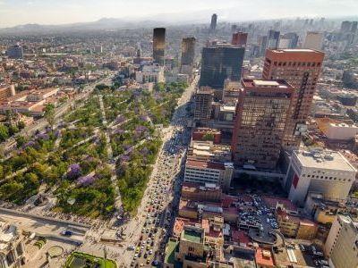 Mexico City Meksikanin Baskenti Ve Kuzey Amerikanin En Onemli Siyasi Kulturel Egitim Ve Finans Merkezlerinden Biridir Dunyanin Mexico City Meksika Amerika