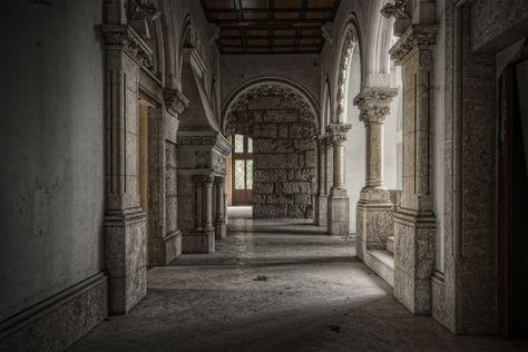 Castle in Portugal | The corridor