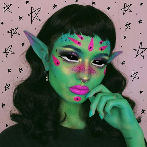 Alien Halloween Makeup, Diy Halloween Costumes For Women, Maquillaje Halloween, Makeup Inspo, Makeup Art, Makeup Inspiration, Alien Make-up, Futuristic Makeup, Character Makeup