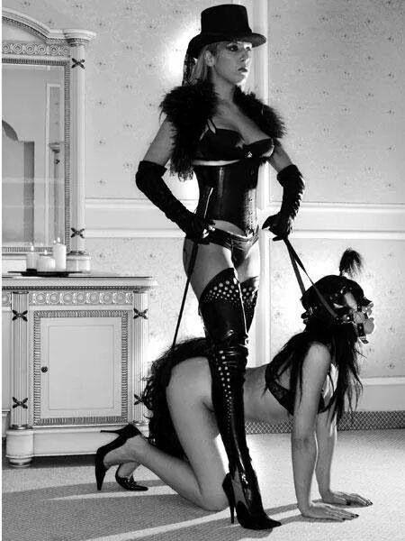 Подчинение молодой девушки госпоже