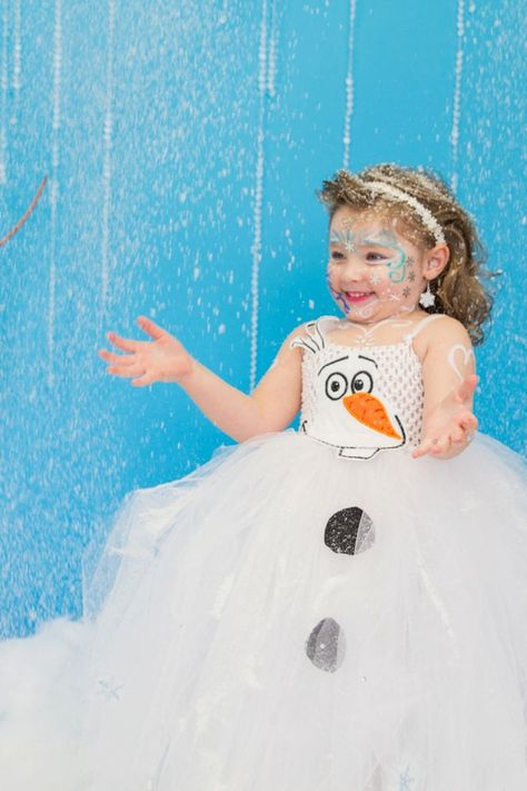 Amazing Frozen Themed Dress Up Party.