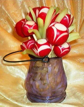 Wnetrza Kwiaty Z Warzyw I Owocow Te Cudenka Moga Sluzyc Jako Dekoracja Vegetable Centerpieces Centerpieces Cu Vegetable Bouquet Vegetables Food Art