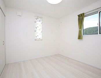 建築実例 子ども部屋 洋室 壁紙 天井 フローリング ホワイト シンプル インテリア 内装 カーテン 2020 自宅で 模様替え アイフルホーム