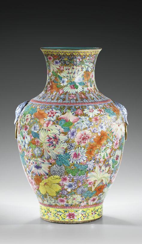 Grand vase balustreen porcelaine émaillée à décor mille-fleurs, fin de la dynastie Qing