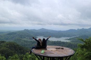 32 Foto Pemandangan Alam Indah Di Indonesia Indonesia Memiliki Kekayaan Alam Yang Indah Kompasiana Com Download The World Di 2020 Pemandangan Maldives Perjalanan