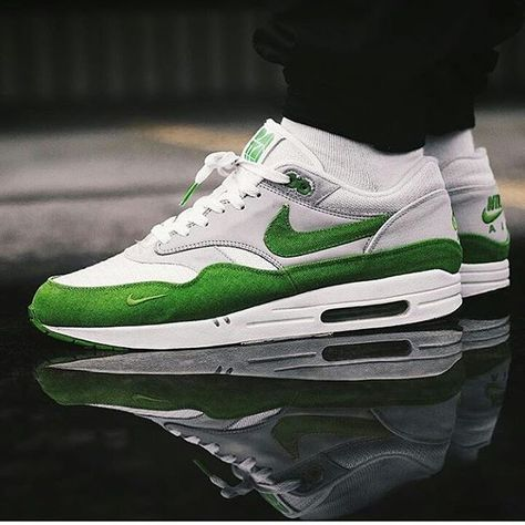 san francisco d9309 d98bc NIKE AIR MAX 1 Patta Chlorophyll 2009!!!☆Funfact  Last release with that   old Made in Thailand  shape!!! Kickass shot by  ttapreme!!! OGAIR .