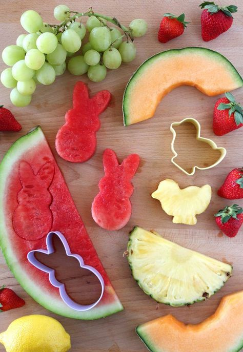 Dip Easy Lemon Dip Recipe with Easter Themed Fruit! Fun party food idea for spring, a farm birthday party or Easter.Easy Lemon Dip Recipe with Easter Themed Fruit! Fun party food idea for spring, a farm birthday party or Easter. Easter Brunch, Easter Party, Spring Birthday Party Ideas, Spring Party, Hoppy Easter, Easter Eggs, Easter Food, Easter Snacks, Fruit Snacks