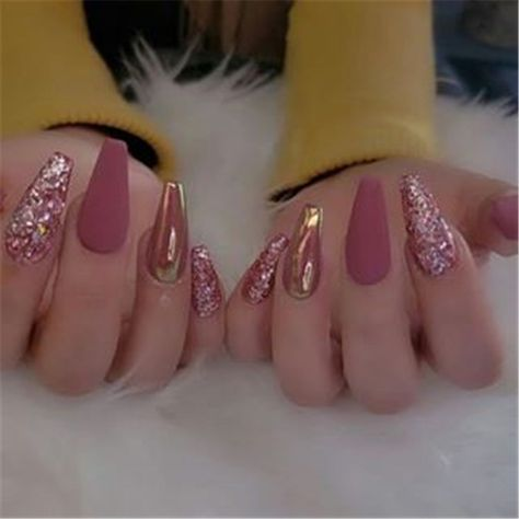 Here is the author's carefully collected acrylic creative fashion nail ideas. If you don't know how to design your own nails, you can DIY to your nails according to the nail art pictures shown in the article.