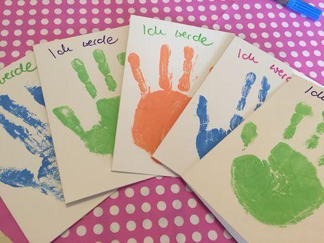 Mit Dieser Einladungskarte Werden Die Kleinen Gastgeber Ihre Helle Freude  Haben   Denn Die Mithilfe Ihrer Farbgetränkten Patschhändchen Ist Gefragt.