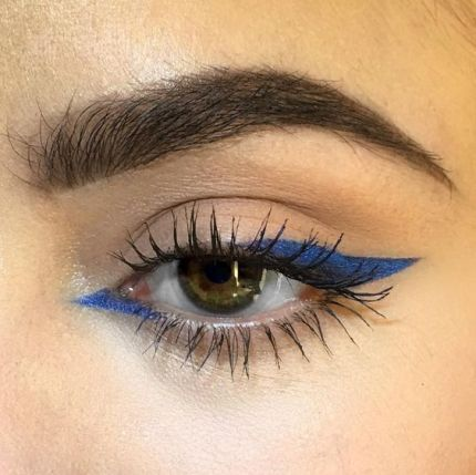 petrol blue eyeliner sharp inner corner, thick outer corner compared to make-up . - petrol blue eyeliner sharp inside corner, thick outside corner compared to make-up … – petrol b - Makeup Goals, Makeup Inspo, Makeup Inspiration, Makeup Geek, Makeup Guide, Makeup Hacks, New Makeup Trends, Makeup Basics, Eye Trends