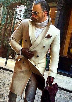 #CreamandWhite #CreamandBrown Men's Casual Outfit with a White Turtleneck Pullover and an Elegant Beige Coat