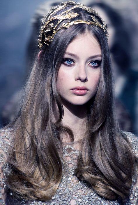 Lauren de Graaf at Elie Saab Fall 2015 Couture - accessoires cheveux