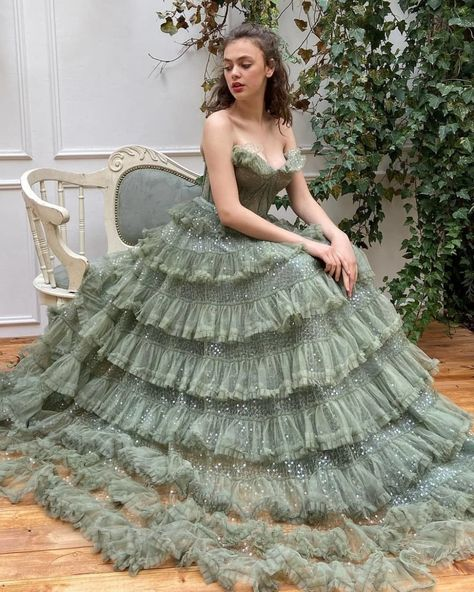 Image in 👗my dream wardrobe👗 collection by India Elegant Dresses, Pretty Dresses, Vintage Dresses, Fairytale Dress, Princess Fairytale, Fairytale Fashion, Fairy Dress, Fantasy Gowns, Prom Dresses