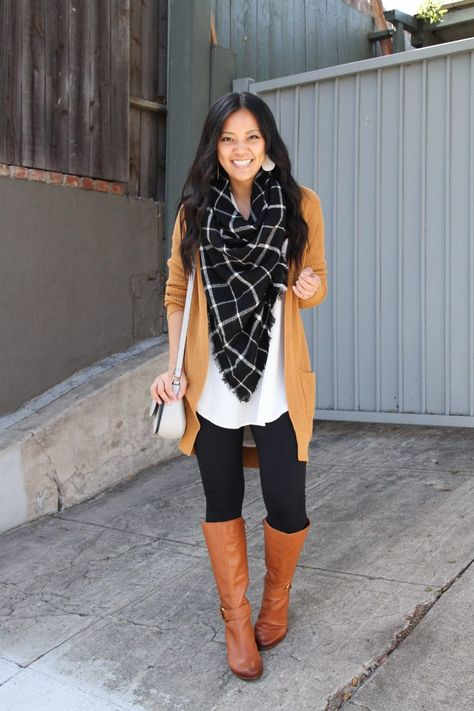 White tunic+ black leggings+orange cardigan+ cognac boots+ black and white blanket scarf+ white shoulder bag. Fall Casual Date Outfit 2019 Everyday Casual Outfits, Trendy Fall Outfits, Business Casual Outfits, Winter Outfits, Legging Outfits, Cardigan Outfits, Orange Cardigan Outfit, Look Leggins Casual, Black Leggings Outfit Fall