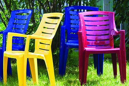20 Amazing Diy Garden Furniture Ideas Plastic Patio Furniture Painting Plastic Chairs Painting Plastic