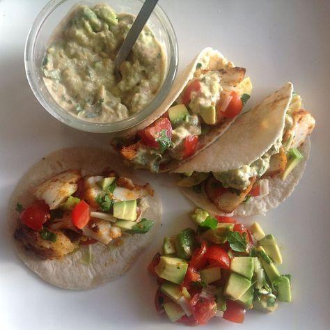 Vis Taco's met salsa en avocado/chipotle saus.