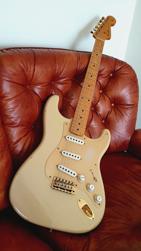 Page 2 - Solid Body Jazz Guitar-fender-stratocaster-jpg Jazz Bass Fender, Fender Electric Guitar, Jazz Guitar, Music Guitar, Cool Guitar, Playing Guitar, Guitar Art, Fender Stratocaster, Gretsch