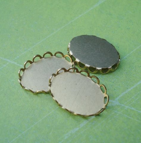 10mm Brass Scalloped Lace Edge Round Settings for Flat Back Rhinestone Jewels or Cabs 12pcs