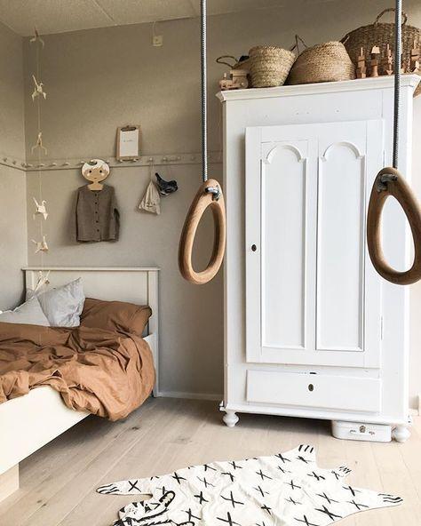 dormitorio infantil; cama y armario pintados en blanco - #armario #blanco #cama #dormitorio #en #infantil #pintados #scandinave