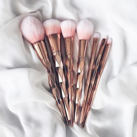 Grab Some Rose Gold Makeup Brushes - 20 Rose Gold Beauty Ideas To Try This Spring   - Photos