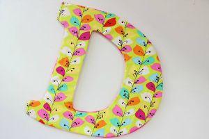 Letra decorativa hecha con material reciclado @carollinas