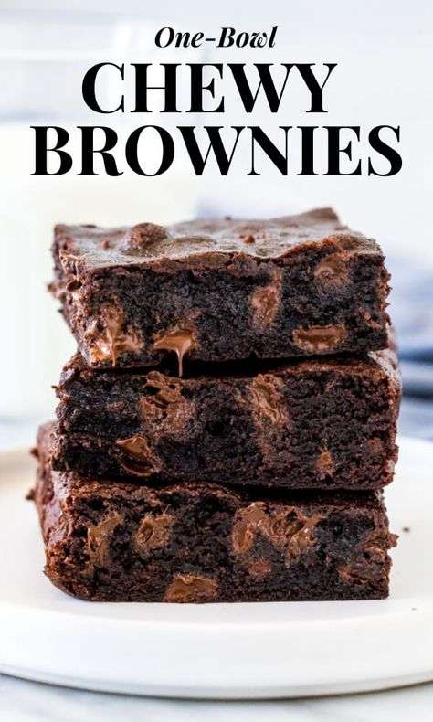 If you like your brownies chewy, gooey and extra chocolatey - then these one-bowl chewy brownies are for you! Made with oil and cocoa powder so you likely won't even need an extra grocery trip, they're waaayyy better than boxed brownies! #brownies #chewy #moist #oil #onebowl #cocoa #chocolatechip #easy #homemade