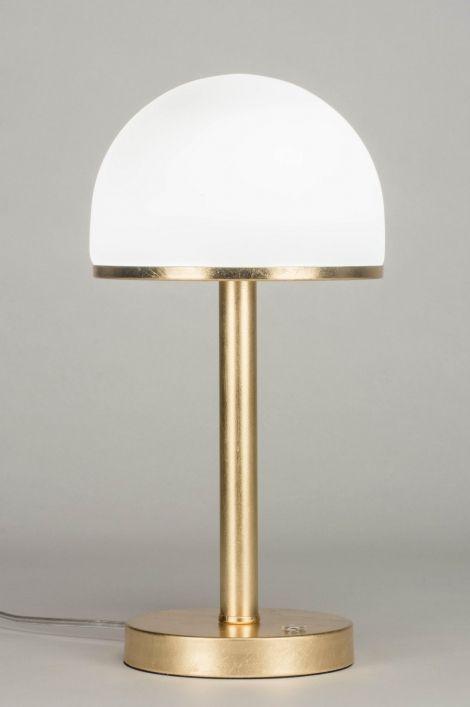 Artikel 12212 Deze Lamp Is Goudkleurig En Heeft Een Kap Van Opaalglas In Een Mat Witte Kleur De Lamp Wordt Bediend Door Tafellamp Retro Verlichting Retro Lamp