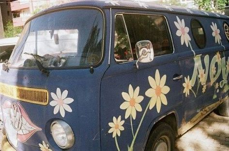 Image about beautiful in Volkswagen 💖 by wktaclv Beetles Volkswagen, Volkswagen Transporter, Volkswagen Bus, Vw Camper, Campers, My Dream Car, Dream Cars, Dream Life, Cars 1