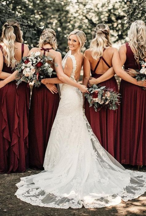 51 Best Bridesmaids Photos You Should Make - Wedding Photography Wedding Picture Poses, Wedding Photography Poses, Wedding Poses, Wedding Ceremony, Wedding Ideas, Party Wedding, Wedding Hacks, Wedding Summer, Summer Photography