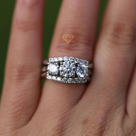 Unique Vintage Three Stone Engagement Ring Round Cut Wedding Anniversary Past Present Future 3 Rings Sets White Gold 2 Halo Bands