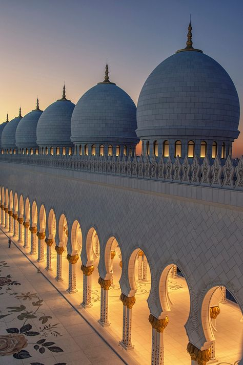 The domes of Sheikh Zayed Grand Mosque in Abu Dabi. : The domes of Sheikh Zayed Grand Mosque in Abu Dabi. Mosque Architecture, Art And Architecture, Ancient Architecture, Beautiful Architecture, Beautiful Buildings, Abu Dhabi, Beautiful Mosques, Beautiful Places, Mekka Islam