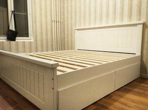 двуспальная кровать с цельным изголовьем и боковыми ящиками для