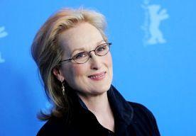 """8-Apr-2013 19:56 - MERYL HERDENKT MARGARET THATCHER. Meryl Streep, die voor de film The Iron Lady in de huid kroop van Margaret Thatcher, betreurt het overlijden van de Britse oud-premier. """"Ik vond het een hele eer om me in de film voor te stellen hoe haar leven is verlopen na haar premierschap. Maar ik heb er maar een klein deel van kunnen bevatten"""", aldus Streep in een verklaring aan Fox News. """"Ik wil graag mijn condoleances overbrengen aan haar familie en haar goede vrienden"""","""