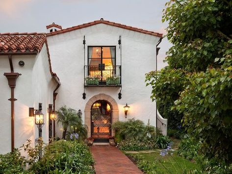 Spanish Revival, Spanish Style Homes, Spanish House, Spanish Colonial, Spanish Kitchen, Spanish Tile, Mediterranean Architecture, Spanish Architecture, Mediterranean Home Decor