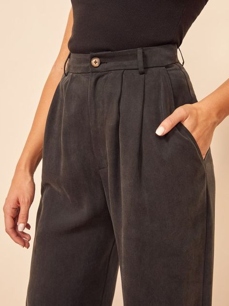 If you have to wear pants. This is a high rise pant with a center front button, front pleats, and belt loops. The Mason is slim fitting in the waist with a relaxed leg. Mode Outfits, Casual Outfits, Fashion Outfits, Fashion Tips, Travel Outfits, Woman Outfits, Vacation Outfits, Grunge Outfits, Office Outfits