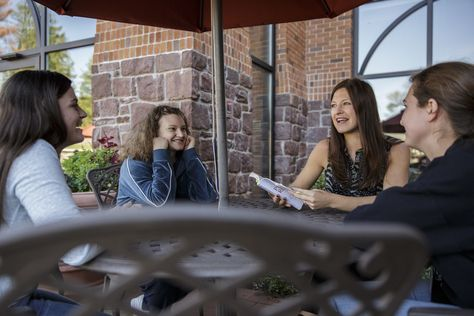 #Alvernia's small class sizes and 12:1 student-to-faculty ratio, make it easy for #students to engage with professors both in and outside of the classroom.