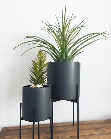 Round Low Black Plant Pot On Legs Accessories In 2019