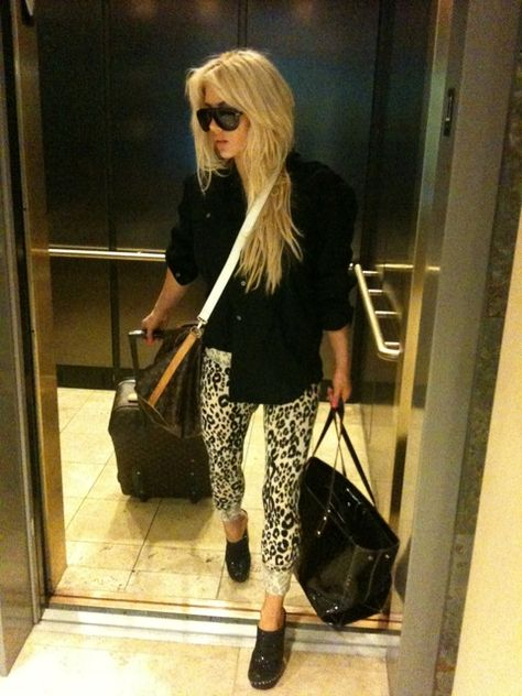 shayne lamas instagram | Shayne Lamas' Leopard Print Leggings | Lady and the Blog