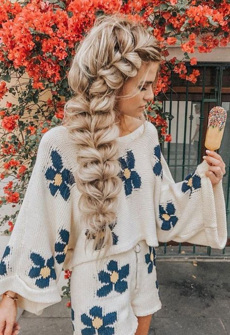 Pretty big braid hairstyle , Trendy Chic Braided braids ,chunky braids # big Braids french 72 Braid Hairstyles That Look So Awesome - Fabmood Bohemian Hairstyles, Vintage Hairstyles, Pretty Hairstyles, Undone Look, Big Braids, Braids On Long Hair, Wedding Hairstyles For Long Hair, Thick Long Hair, Hairstyles With Braids