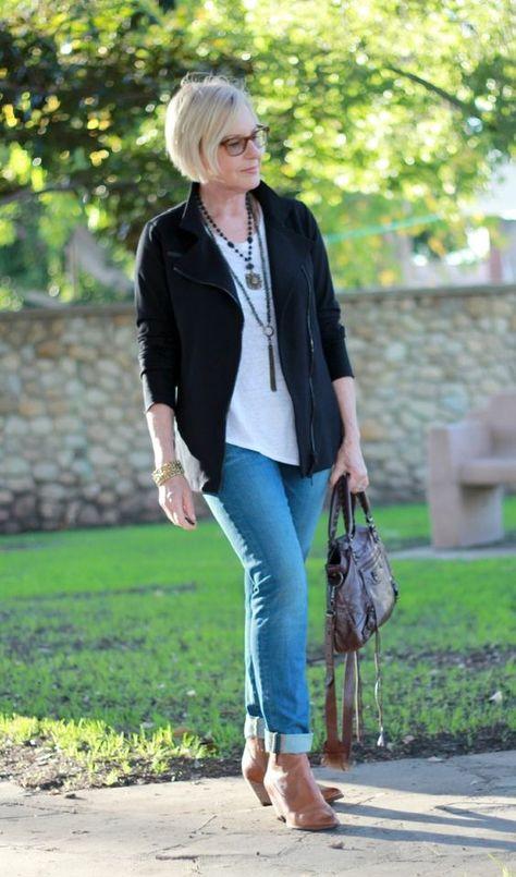 outfits con jeans para mujeres maduras, como vestir elegante mujer
