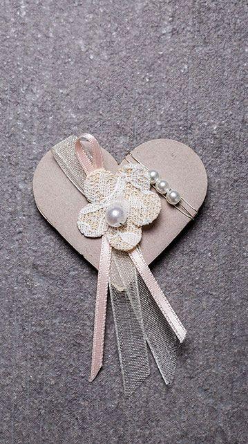 Pin Von Eva Auf Hochzeit Anstecker Hochzeit Hochzeitsanstecker Karte Hochzeit