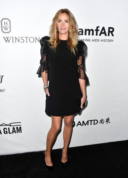 Honoree Julia Roberts attends the amfAR Gala.