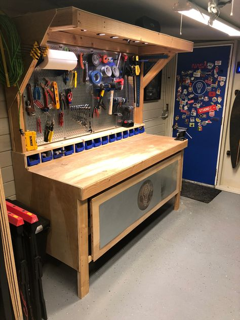 Garage Workbench Plans, Diy Workbench, Woodworking Bench Plans, Woodworking Garage, Woodworking Projects That Sell, Garage Workshop Organization, Garage Tool Storage, Workshop Storage, Garage Tools