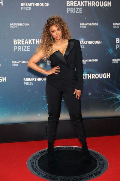 Tyra Banks Photos Photos 2020 Breakthrough Prize Red Carpet In 2020 Tyra Banks Tyra Celebrities Female
