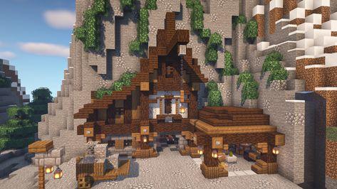 Minecraft Mountain House, Minecraft Medieval House, Cute Minecraft Houses, Minecraft Funny, Minecraft Plans, Amazing Minecraft, Minecraft Tutorial, Minecraft Blueprints, Minecraft Creations